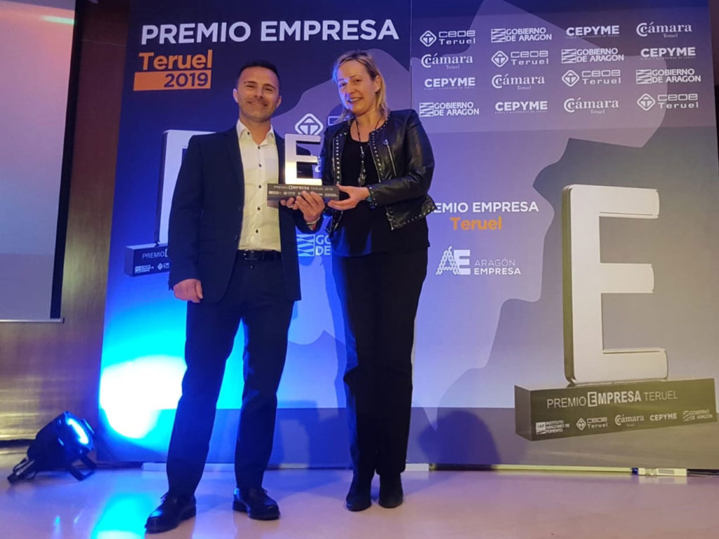 Ivan Segura, gerente de MotocrossCenter.com recoge el Premio Empresa 2019 Teruel