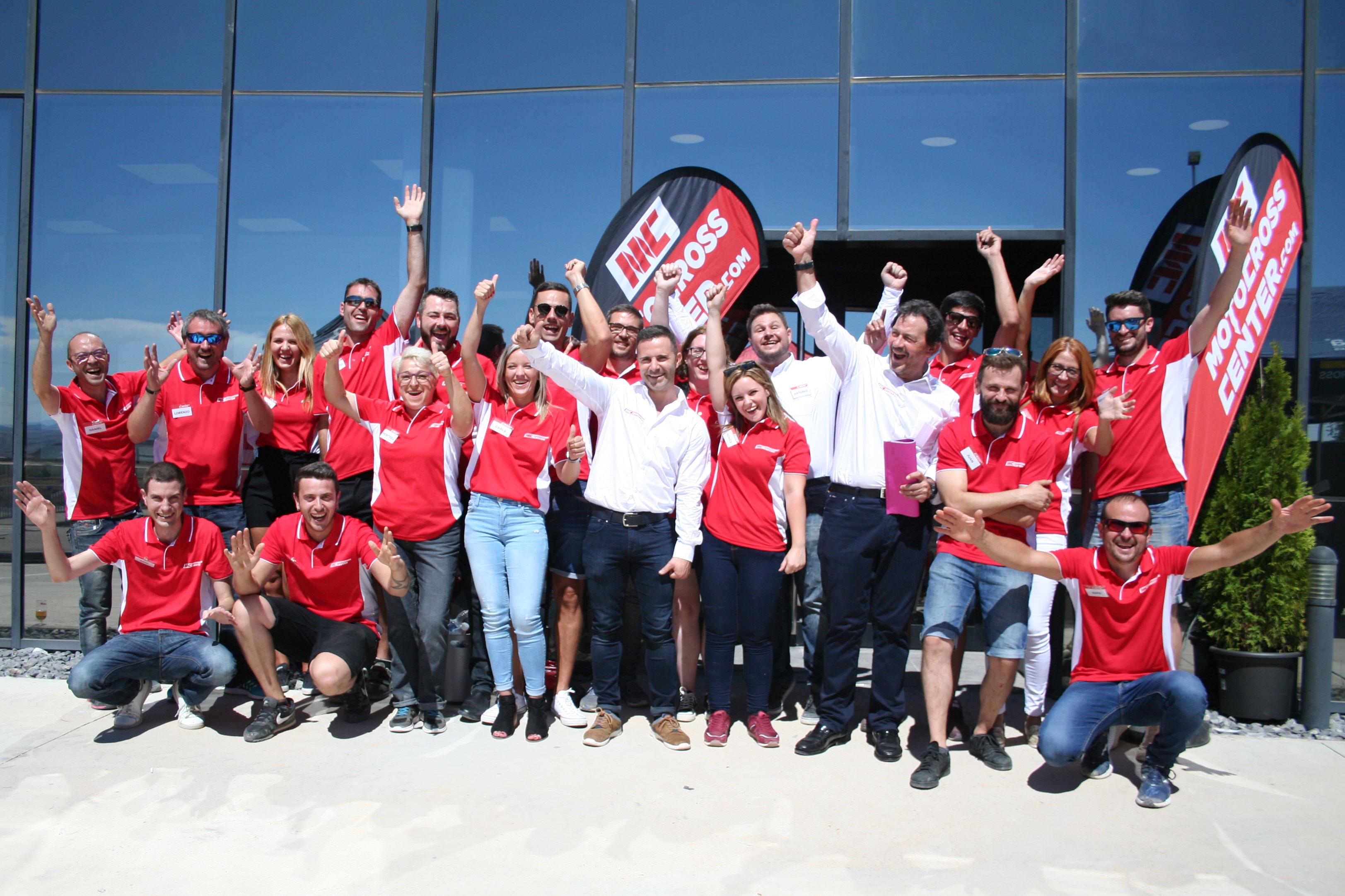 El equipo de MotocrossCenter, en el acto de inauguración de sus nuevas instalaciones el 1 de Septiembre de 2018